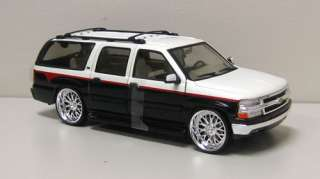 auction is for black white 2001 chevrolet suburban diecast model car