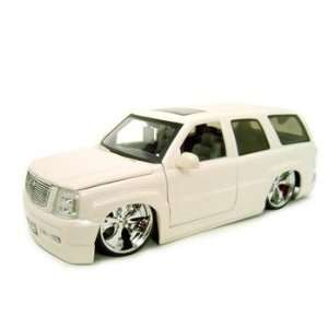 CADILLAC ESCALADE WHITE 118 SCALE DUB DIECAST MODEL Toys & Games