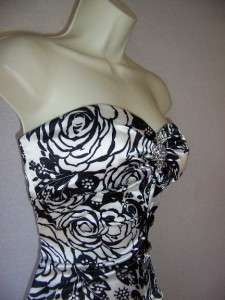 XSCAPE Black Ivory Print Stretch Satin Mermaid Formal Evening Gown